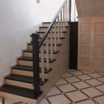 где заказать деревянную лестницу в Астрахани