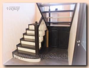 Лестница с чередованием тёмного и белого