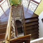 кованные лестницы,обшивка деревом каркаса