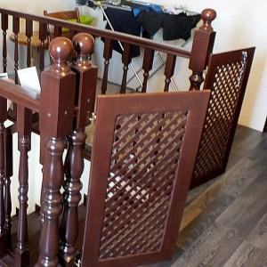 Недорогие лестницы для дома и коттеджа в Астрахани и Атырау из сосны,ясеня, бука.Защита от падения детей