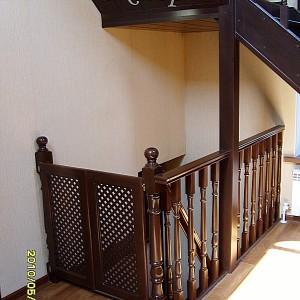 Недорогие лестницы для дома и коттеджа в Астрахани из сосны,ясеня, бука