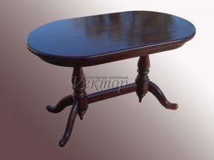 Стол из массива древесины.